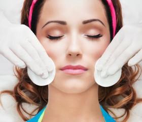 Oczyszczanie i demakijaż twarzy